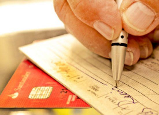 Golpes com cheques e cartões prejudicam 11% das pequenas empresas
