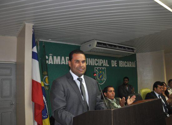 Prefeito de Ibicaraí assinou convênio em Salvador para reforma da Feira Livre