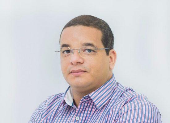 Professor Emenson Silva ministra palestra sobre LDB em curso da ASPROF no sábado