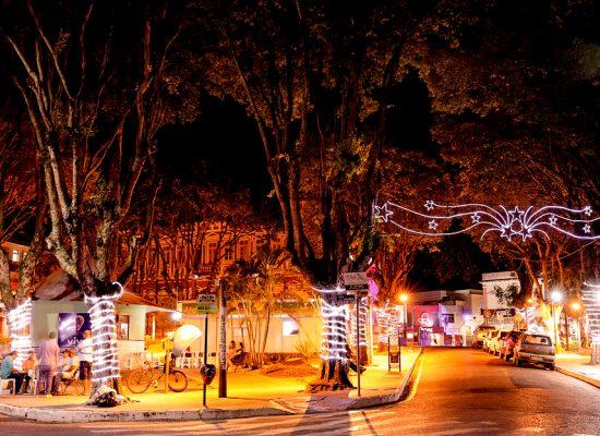 """Cantata """"O Esplendor do Natal"""", nas escadarias do Palácio Paranaguá"""