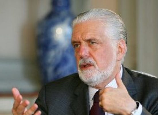 Governador admite que pediu para Wagner ajudar na articulação política