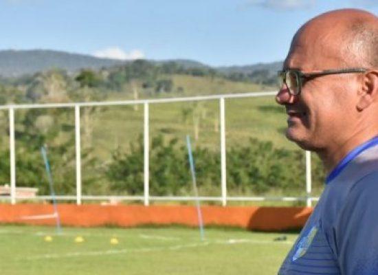 Após tomar 6×0, treinador entrega o boné e pede demissão do Galícia