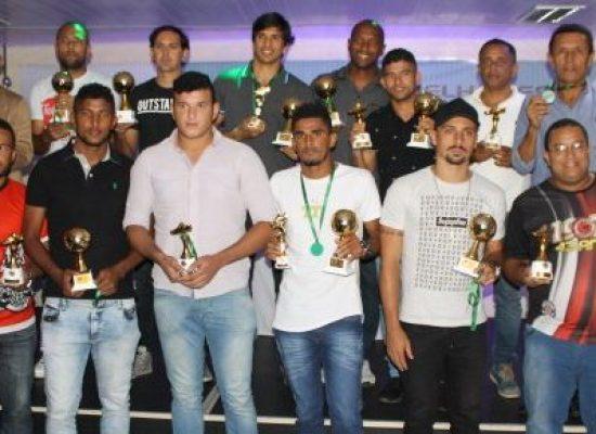 Festa da Série B reúne premiados na FBF. Weliton Nascimento (Colo Colo/Adilis), é escolhido como o melhor gestor de futebol da Bahia