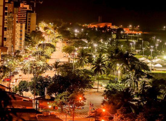 Avenida Soares Lopes ganha nova iluminação, entregue ontem pelo prefeito de Ilhéus
