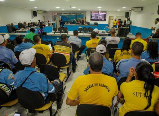 Câmara aprova projeto do Executivo que institui o auxílio fardamento aos servidores públicos municipais de Ilhéus