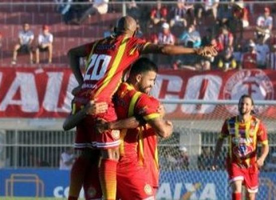 Juazeirense goleia o Atlético-AC e mantém sonho da classificação