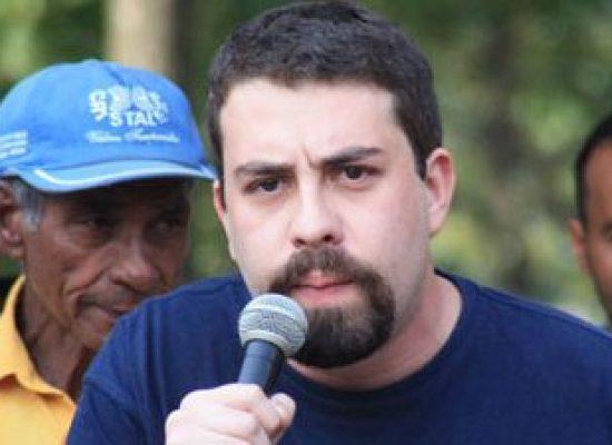 GUILHERME BOULOS e SÔNIA GUAJAJARA (PSOL), em Ilhéus neste sábado