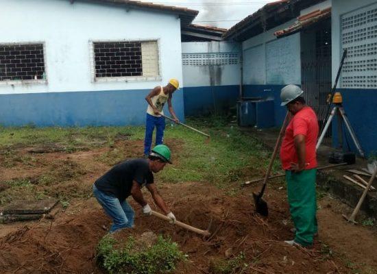Iniciada a construção da quadra esportiva na Escola Municipal do Iguape