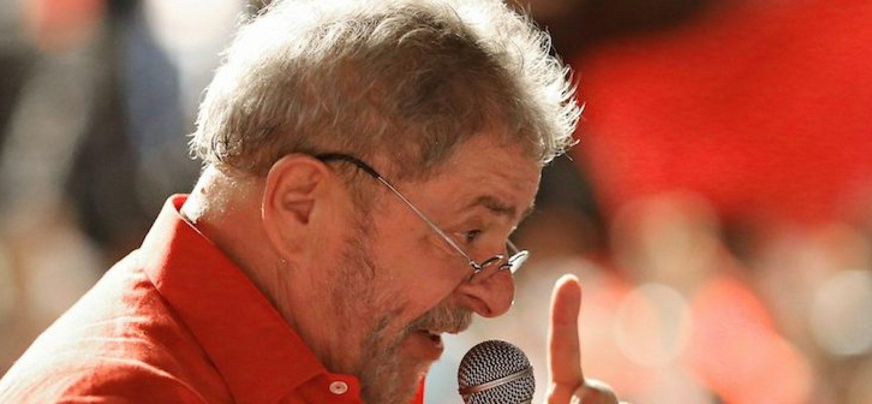 Bolsonaro critica decisão de Fachin após anulação de condenação de Lula e diz que ministro 'tem forte ligação com o PT'