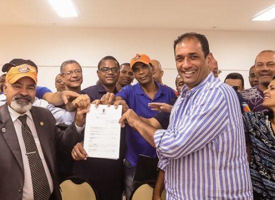 Assinado decreto de auxílio-fardamento  para os guardas municipais de Ilhéus