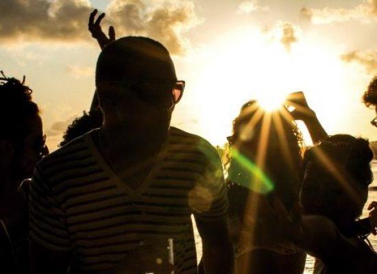 Festa Sunset no Morro de Pernambuco une diversão e solidariedade neste sábado (10)