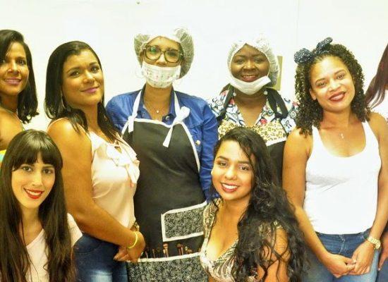 HNB capacita mais uma turma de maquiagem