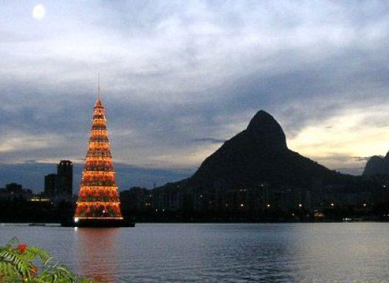 Carioca pode ver até janeiro maior árvore de Natal flutuante do mundo