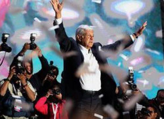 López Obrador toma posse como presidente do México