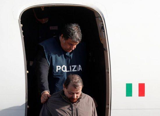 Autoridades concedem entrevista para detalhar prisão de Battisti