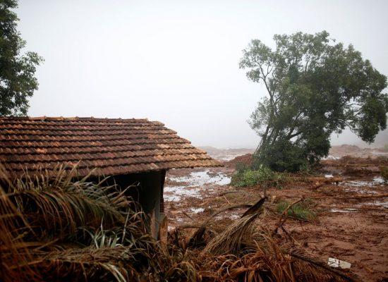 Bolsonaro assina decreto que antecipa benefícios a atingidos em Minas
