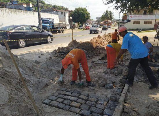 Prefeitura dá continuidade aos serviços de manutenção de ruas e praças de Ilhéus