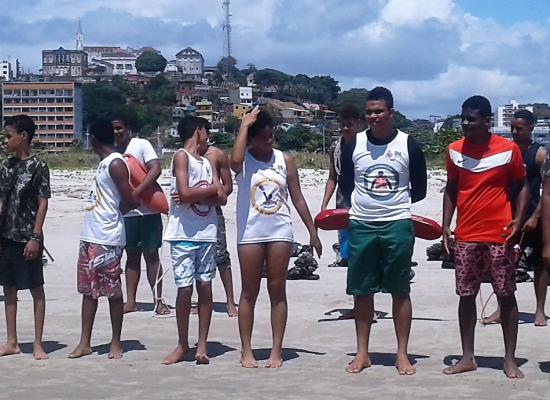 """Jovens de Ilhéus participam do projeto """"Educar para não afogar"""""""