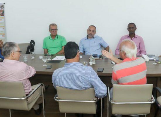 Prefeito discute reforma administrativa com representantes da indústria e comércio