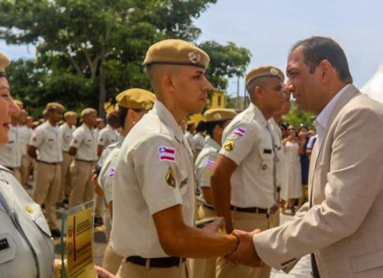 Prefeito participa da formatura de 160 novos soldados da Polícia Militar em Ilhéus