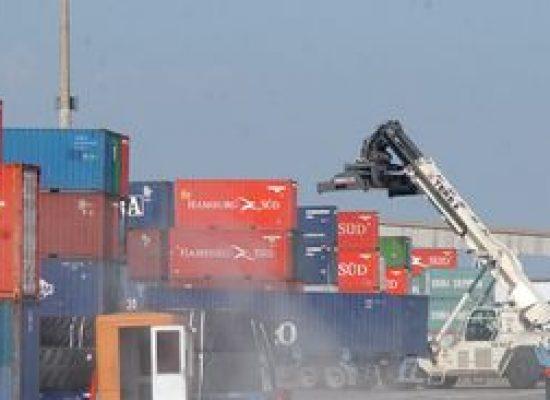 Superávit da balança comercial cai 22,4% em janeiro