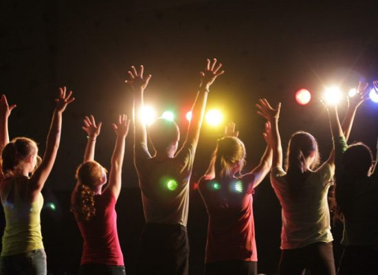 """Teatro Popular recebe """"O Quadro: A revolução começa nas margens"""" nesta quinta (14)"""