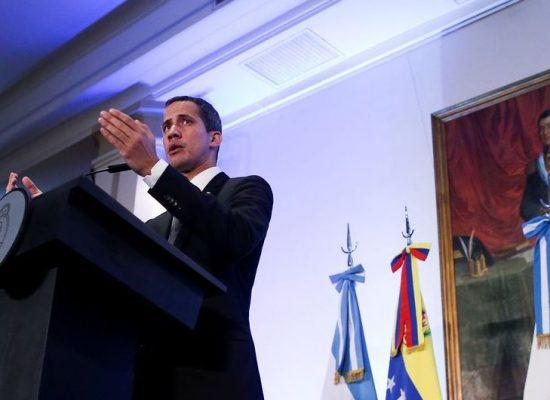Em Buenos Aires, Guaidó defende mobilização em favor da democracia