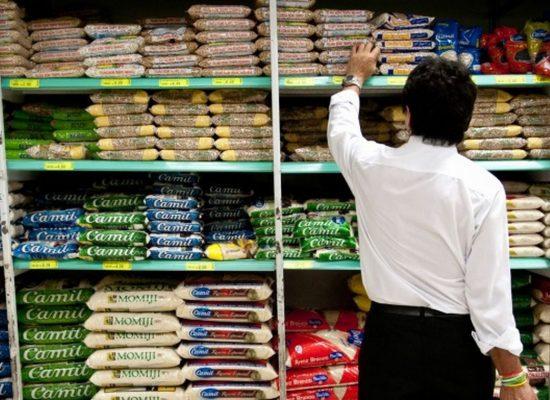 Inflação oficial sobe em fevereiro puxada por alimentação e educação