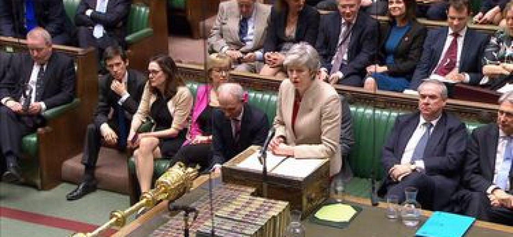 Parlamento britânico rejeita acordo do Brexit pela terceira vez
