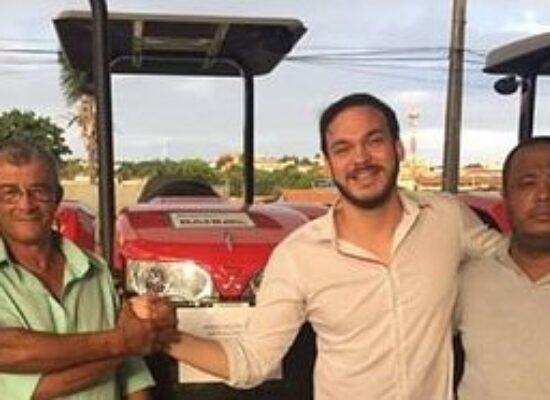 Vereador Paulo Meio Quilo entrega trator para Associação de Moradores e Agricultores do Rio do Engenho