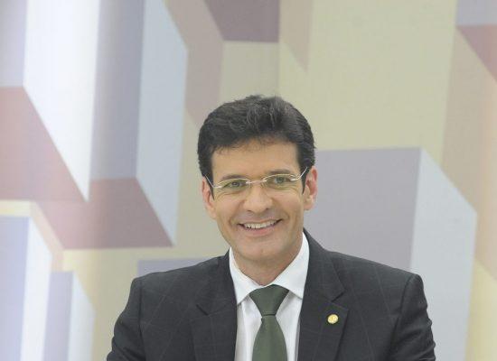 Ministro do Turismo quer reduzir o preço das passagens aéreas