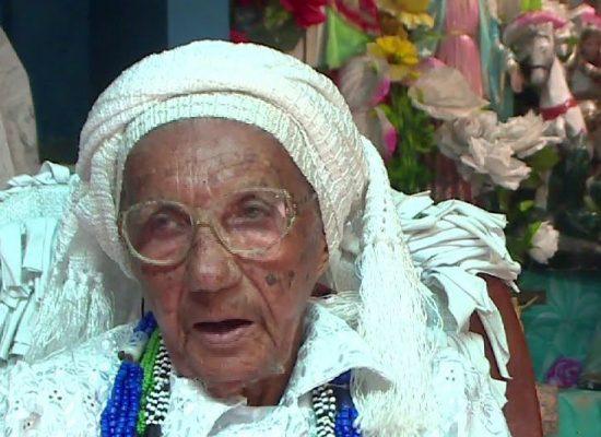 Presidente César Porto apresenta Moção de Congratulação  pelo aniversário de 102 de Mãe Carmosina