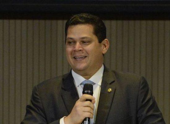 Reforma da Previdência vai equilibrar contas públicas, diz Alcolumbre