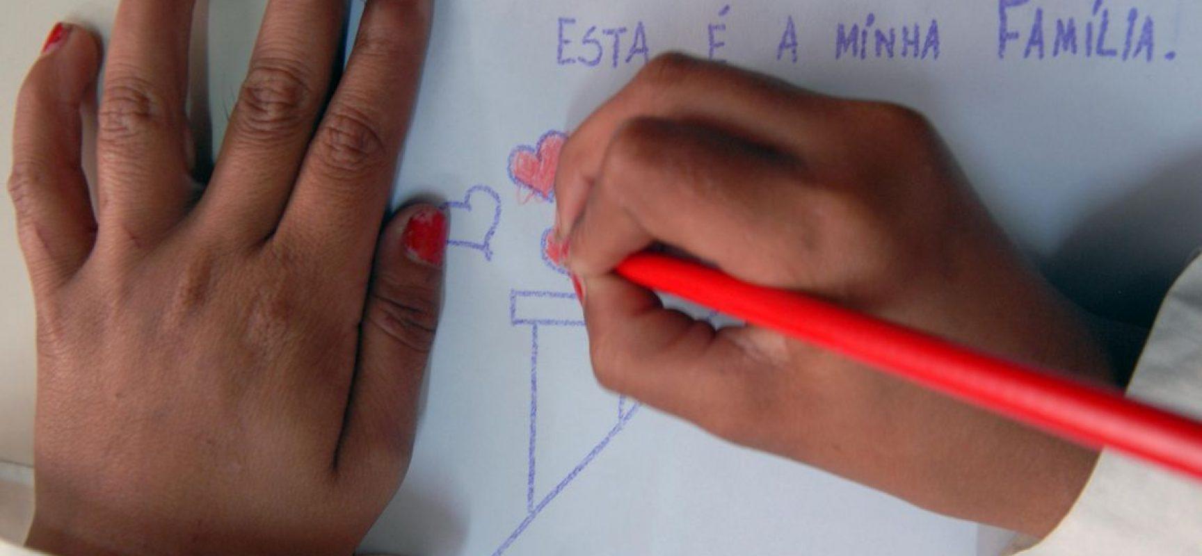Bolsonaro veta integralmente PL que altera Estatuto da Criança e do Adolescente