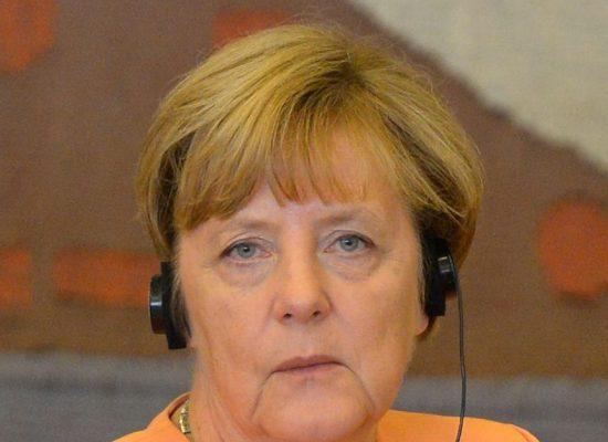Merkel é vista tremendo pela 3ª vez em menos de 1 mês