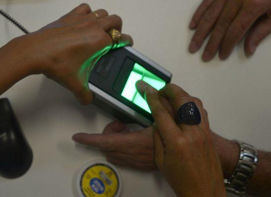 Número de eleitores cadastrados por biometria chega a 69%, diz TSE