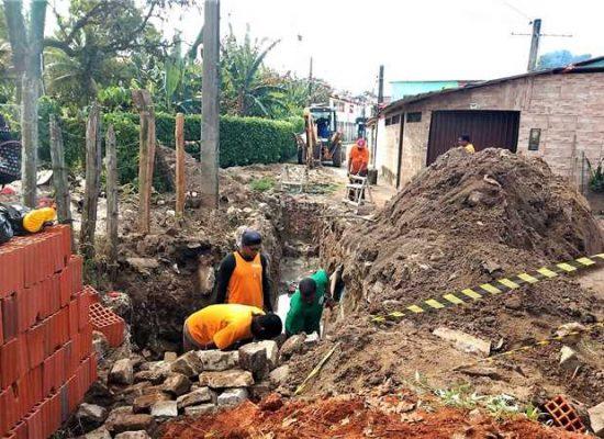 Prefeitura segue com ações de manutenção da rede pluvial em rua do Iguape