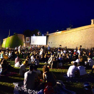 Cinemas e Centros de Convenções voltam a funcionar a partir de quinta-feira (13)