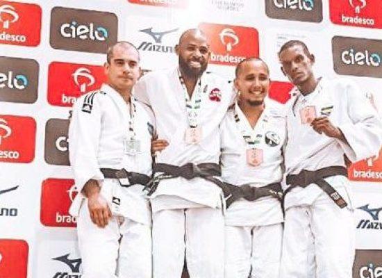 Sem apoio oficial, judoca mantém ranking e traz medalha de bronze para Ilhéus