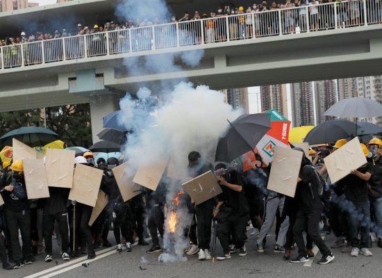 Hong Kong tem protestos pelo décimo fim de semana seguido