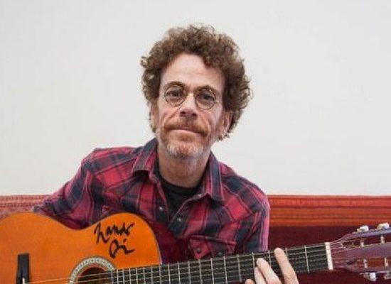 Nando Reis sorteará violão autografado em Ilhéus