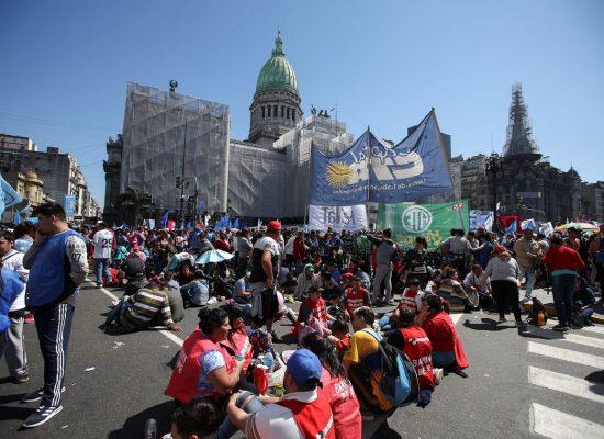 Argentina aprova lei de emergência alimentar até 2022