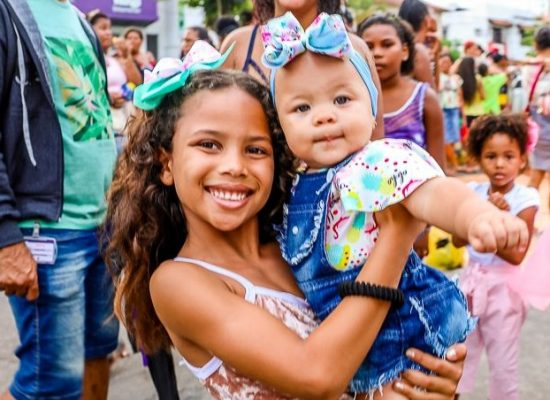 Evento leva alegria para mais de 3 mil crianças na Avenida Soares Lopes