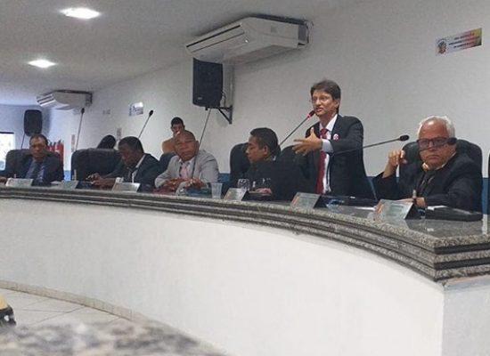 O vereador Makrisi pede vistas ao PL do Executivo que prevê a ampliação de cargos na Maramata