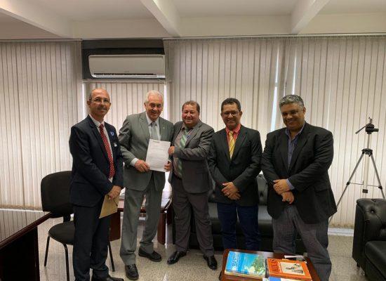 Prefeitos entregam reivindicações das instituições de ensino federal do Sul da Bahia, em Brasília
