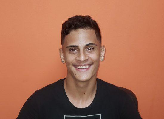 Jovem Gabriel Costa de Jesus, filho de Nemtoldos, se preparando para concurso da PM