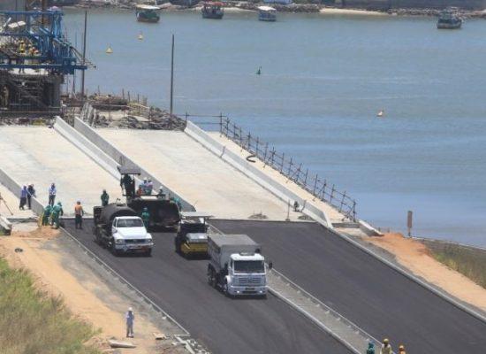 OAS coloca primeira camada de asfalto e obras no acesso norte avançam