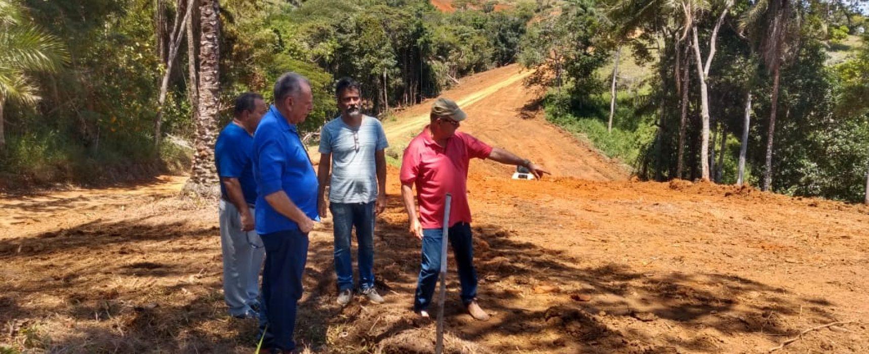 Prefeito visita obras do novo  acesso às praias de Itacaré