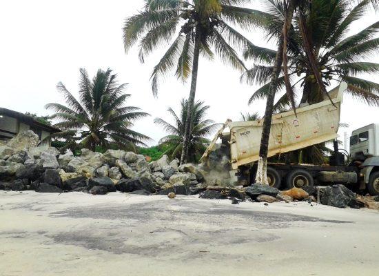 Bairros do litoral norte recebem pedras utilizadas na construção da ponte