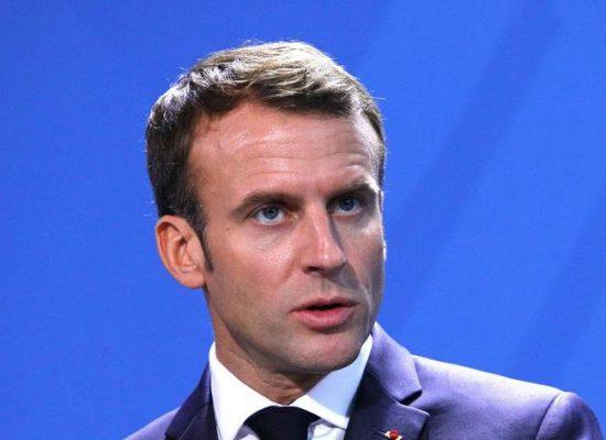 Em meio a protestos, presidente da França renuncia a pensão vitalícia